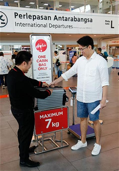 airasia reminder gate baggage fees rm200 airasia carry on allowance reminder airasia