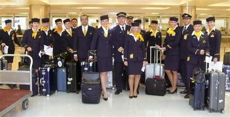 lufthansa cabin crew negotiations fail strike possible