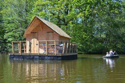 hotel insolite en belgique 2931 domaine des vaulx cabane sur l eau h 233 bergements