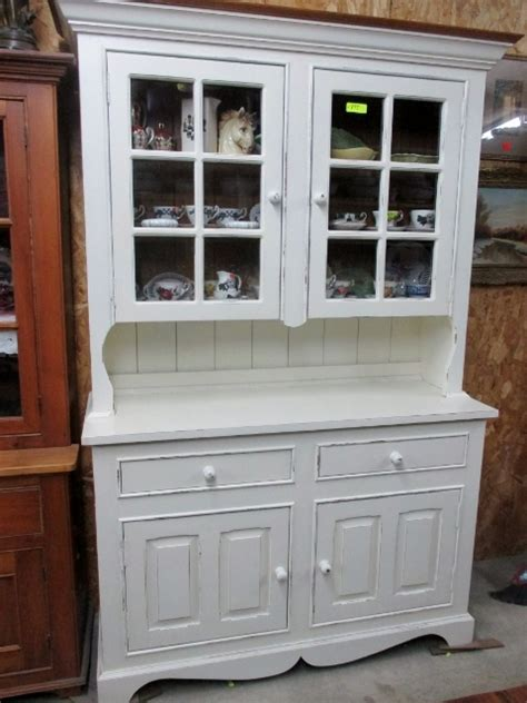Step Back Cupboard with Pie Shelf i Antique White