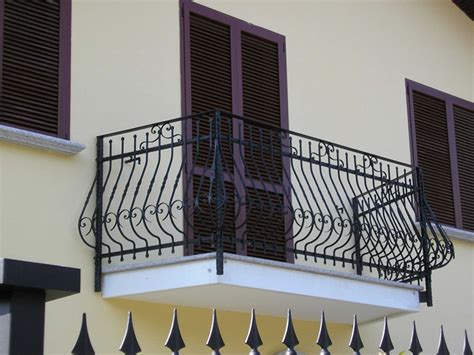 ringhiera balconi balconi con ringhiere in ferro battuto dal classico al