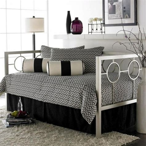 daybed ideas reading nooks cozy decorating ideas daybed daybed in living room ideas excellent day bed design