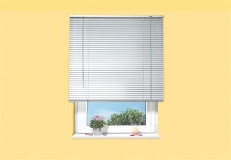jalousien im fensterrahmen sonnenschutz lichtschutz im wohnraum obi ratgeber
