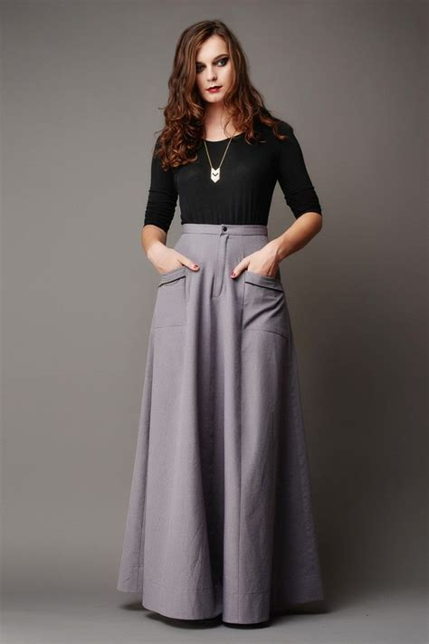 high waisted maxi skirt version a is buttoned at the
