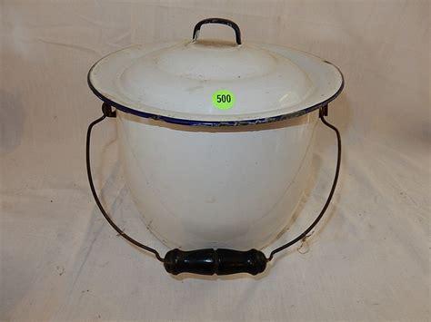 Slop Vintage vintage granite slop chamber pot with lid