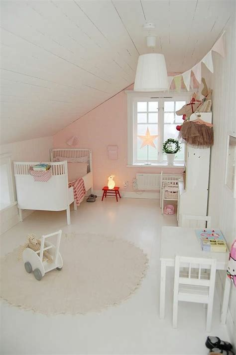 kinderzimmer mit dachschräge kinderzimmer m 228 dchen dachschr 228 ge rosa akzentwand