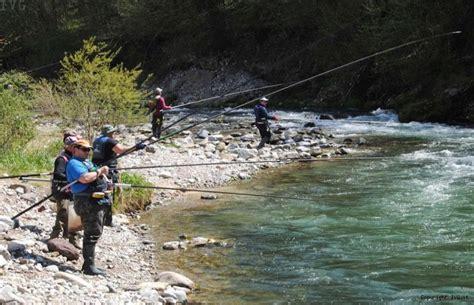 licenza di pesca nelle acque interne tipo b la provincia approva il nuovo calendario piscatorio 2014