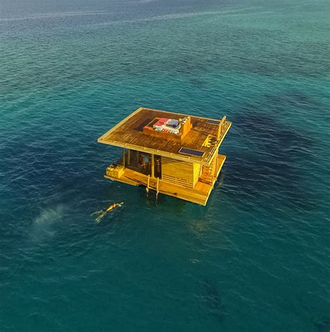 floating hotel room the manta resort s underwater room pemba island tanzania yatzer