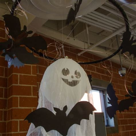 how to make balloon ghost halloween ceiling decorations ehow paper bats and a balloon ghost easy halloween decorations