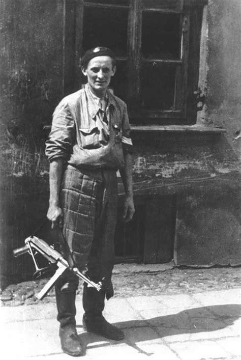 WWII German weapons: Maschinenpistole - German MP 40