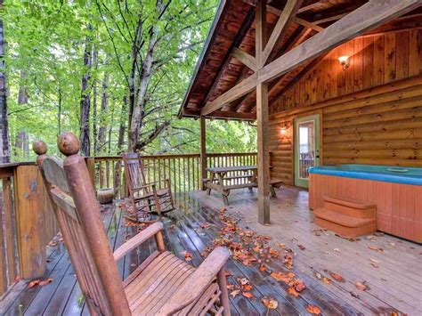 Cabins Downtown Gatlinburg Tn by 9 Cozy Gatlinburg Cabins For Rent For Your Mountain