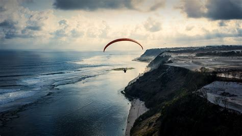 swing paragleiter swing paraglider at sunset in timbis bali indonesia
