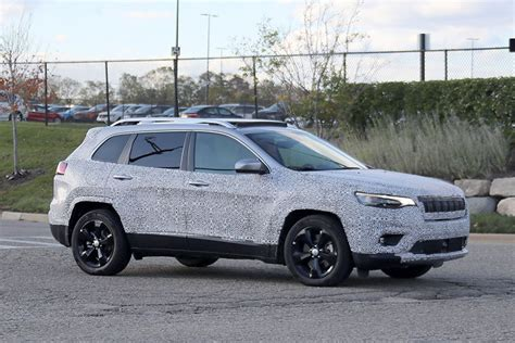Future Home Interior Design by Spy Shots First Look At 2019 Jeep Cherokee Trucks Com