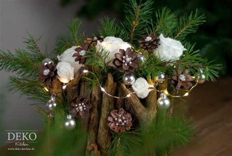 basteln mit ästen und zweigen weihnachtsdeko basteln ausgefallenes adventsgesteck mit