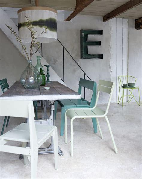 witte woonkamer stoelen eetkamertafel hout wit tgwonen