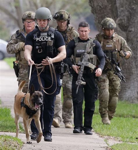 Houston Tx Arrest Records Shooter Of Houston Officers Identified By Examiner Houston Chronicle