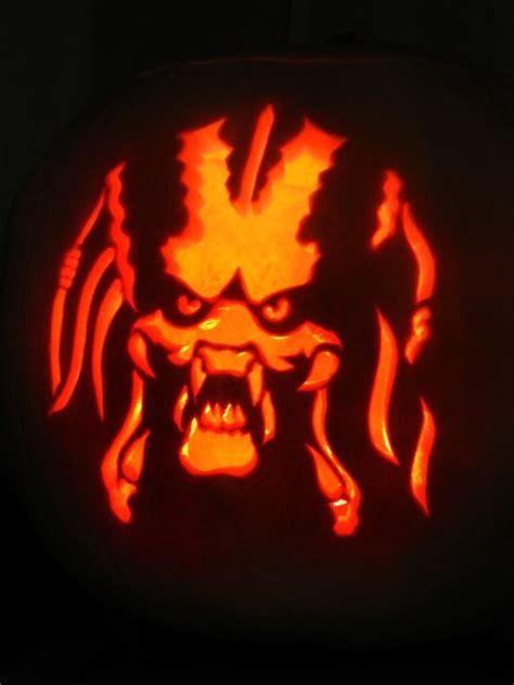 predator pumpkin carving by paul attwood artwanted com