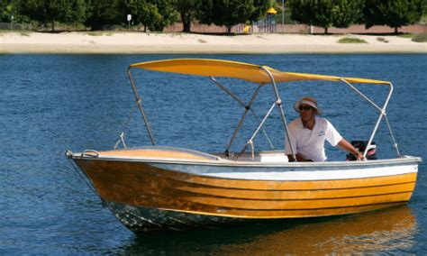 fishing boat hire newcastle 13 things to do in port stephens londoner in sydney