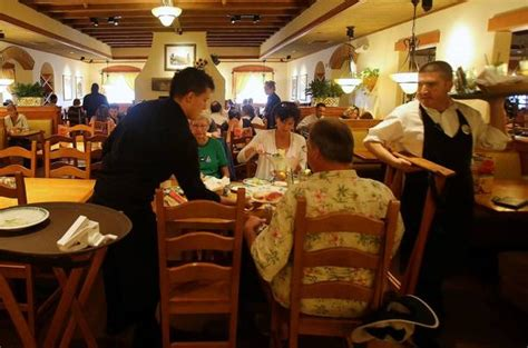 Olive Garden Server Pay by Automatic Gratuities Could Be On The Way Out