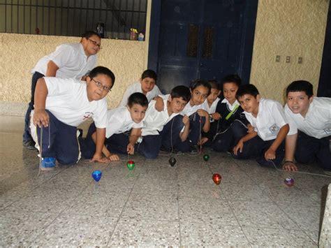 imagenes de niños jugando al trompo 191 qu 233 jugaban los ni 241 os antes de existir los videojuegos y