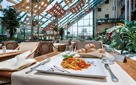 restaurante the blue crab royal garden hotel assago mil 225 n