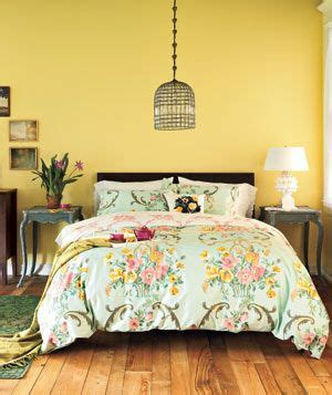 what color comforter goes with yellow walls 25 best ideas about yellow accent walls on pinterest