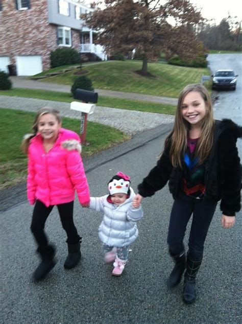 dance moms maddie and kenzie maddie and mackenzie with their little cousin she s too