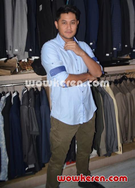Jas Wong Hang Foto Puadin Redi Fitting Baju Pengantin Foto 1 Dari 4