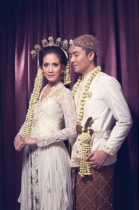 Wedding Sunda by 7 Ragam Kebaya Pengantin Sunda Yang Bisa Jadi Pilihanmu