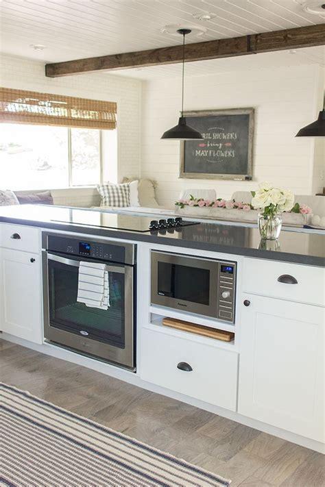 kitchen island range 17 best ideas about kitchen center island on pinterest