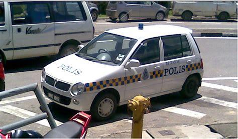Cermin Depan Kereta Kancil iddinmcorner bila anggota polis melakukan perkara yang pihak polis larang selama ini apa kata