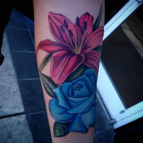 lilie tattoos und ihre bedeutungen
