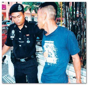 Baju Polis lelaki dibelasah curi baju wanita di bazar ramadan xsam memories