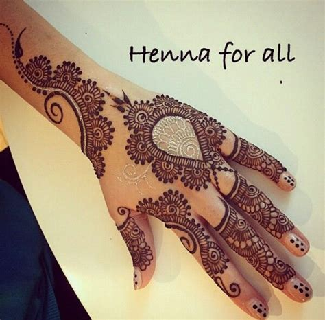 henna nice design love the little gold detailing with the traditional