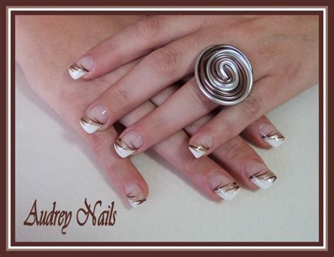chanson douce blanche french 97 french biseaut 233 e blanc et or d 233 co liner marron par audrey nails 91 ongles