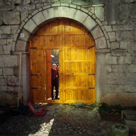 balkanweb mobile restaurohen monumentet vendoset porta e re n 235 kalan 235 e