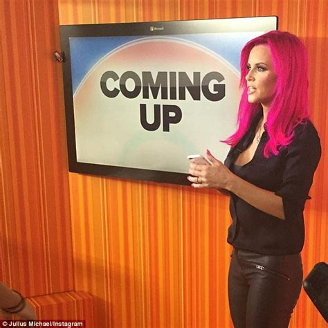 does jenny mccarthy have hair extensions jenny mccarthy debuts pink hair on instagram before