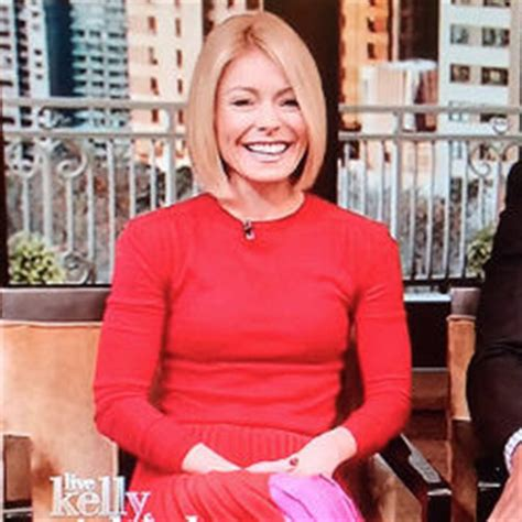 how does kelly ripa get the bends in her hair kelly ripa red pink pleated skirt on live by theory
