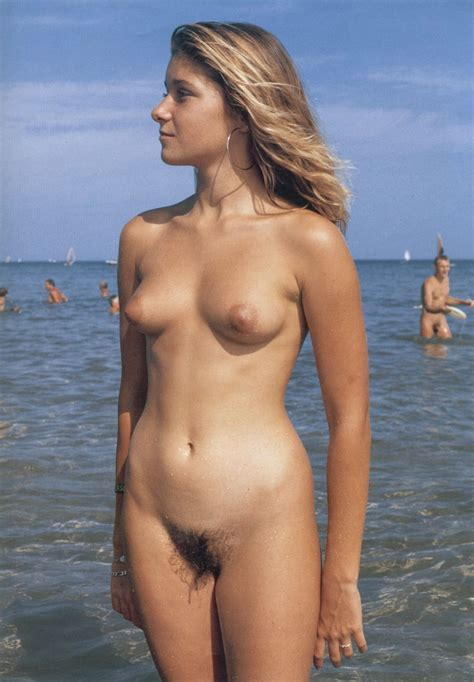 Free Nude Beach Babe Pictures