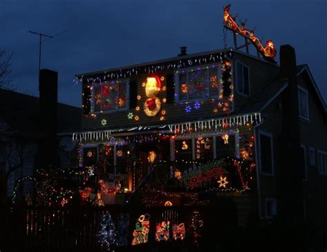 Share Your Home Holiday Lights Photos Artspage Seattle Seattle Light Displays
