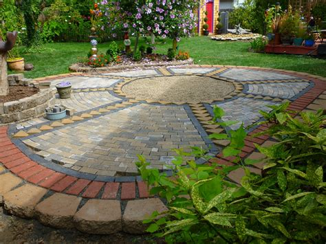 How To Use Pavers To Make A Patio Wow Thats A Busy Garden So I Ve Been A Busy