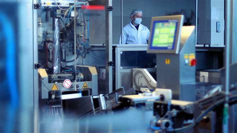 cuisine maghr饕ine factory worker at industrial workshop modern food
