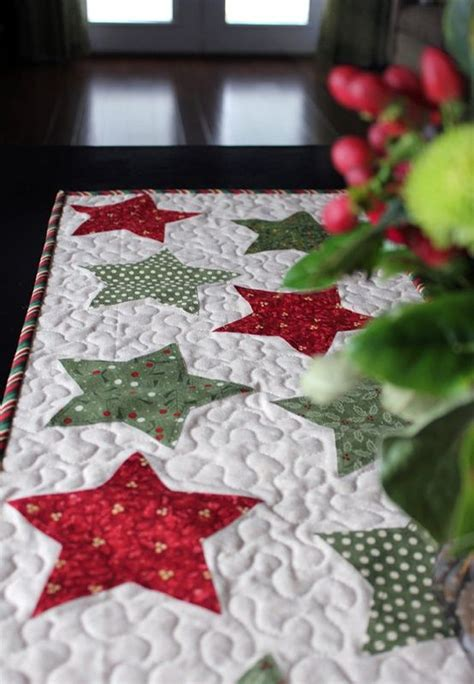 quilted stars christmas table runner quilt ideas pinterest