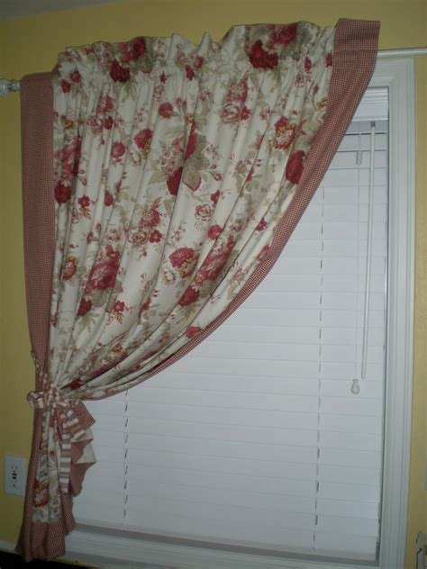 Saltbox Treasures Waverly Tablecloth Transformation