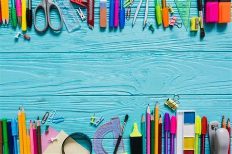 imagenes foto escolar mesa cheia de material escolar baixar fotos gratuitas