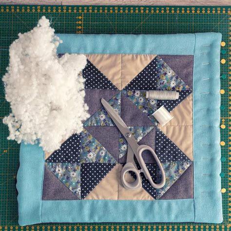 come fare cuscini come fare un bel cuscino patchwork con avanzi di stoffa