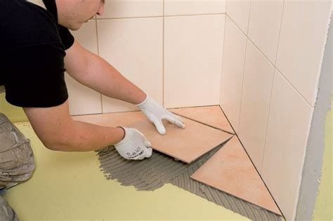 posa piastrelle diagonale come avviene la messa in posa delle piastrelle in ceramica