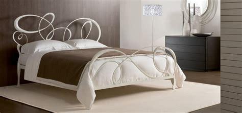 letti di ferro battuto moderni letto matrimoniale modello horta in ferro battuto laccato