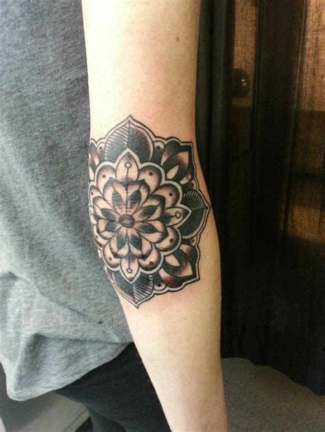 elbow crease tattoo 25 best ideas about tattoos on colorful