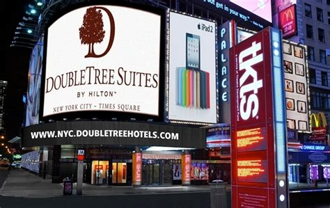 times square new years eve bathroom facilities best places to stay in times square for new years eve 2017